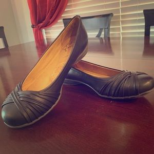 Size 9.5 Women's Black Natural Soul Girly Flats